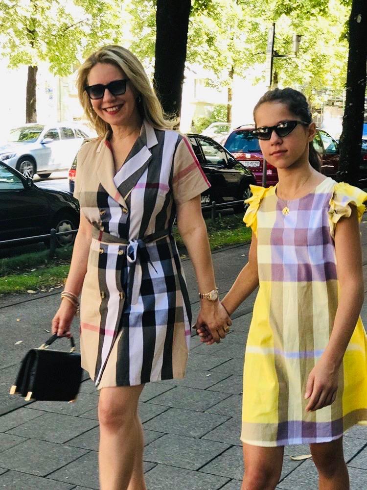 Bianca Cocadamalagueta et sa fille portent les Urican 85BK et Urican 94BK solaires.